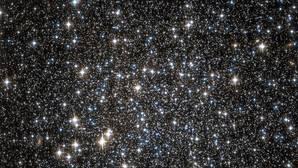 Encuentran un misterioso enjambre de agujeros negros