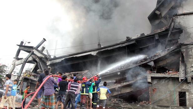 Parte del edificio de cuatro plantas se derrumbó tras la explosión de una caldera