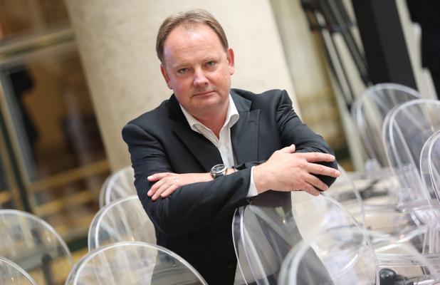 Resultado de imagen de Michael Benedikt, el físico del CERN