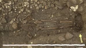 El hombre del siglo XVII que fue enterrado boca abajo