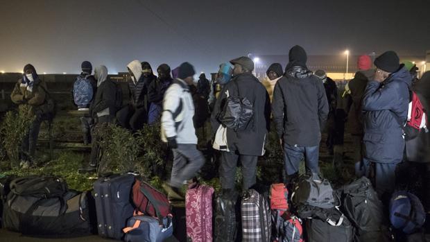 Francia despliega a 1.250 policías para desmantelar «La Jungla» de Calais