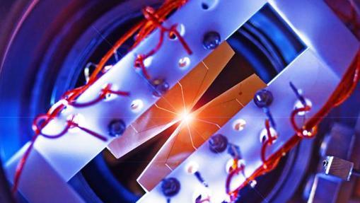 Trampa para iones en la que los átomos son controlados a través de láseres para recibir y procesar información cuántica