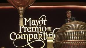 El Partido Comunista reparte 56,2 millones del segundo premio de la Lotería de Navidad en Pinos Puente (Granada)