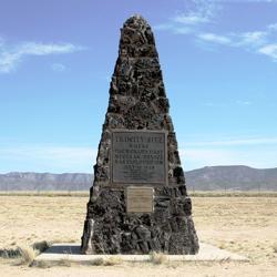 Monolito para la primera bomba atómica, detonada durante la prueba Trinity