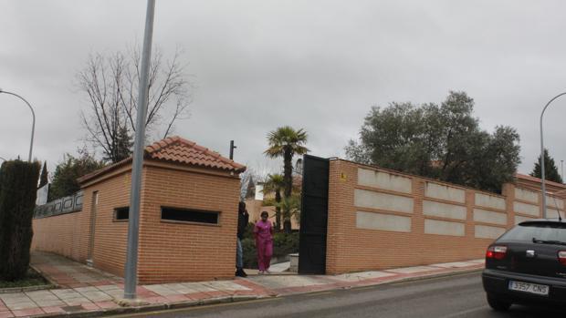 Imagen exterior del chalé de José Bono en Olías del Rey (Toledo)