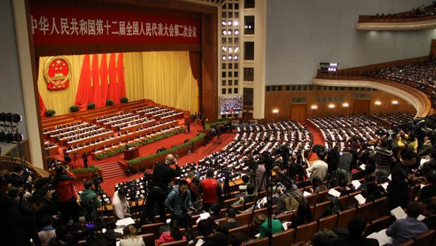 En su gigantesco auditorio, que tiene un aforo de 10.000 personas, la reunión anual del Parlamento chino arranca con el informe del Gobierno leído por el primer ministro