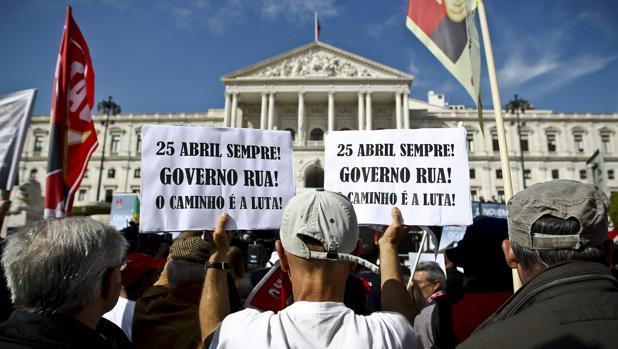 Internacional Protestas Enfrente Del Parlamento Portugus En 2013