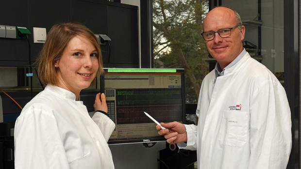 Stefanie Heilmann-Heimbach y Markus Nöthen, investigadores del Instituto de Genética Humana de la Universidad de Bonn