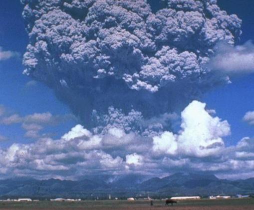 Erupción del volcán Pinatubo, en 1991. Enfrió el clima global en medio grado centígrado