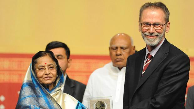 Yves Meyer recibe en 2010 el premio Gauss en Hyderabad, India