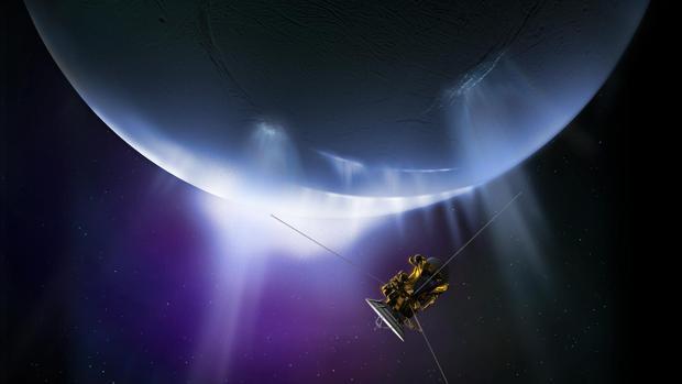 La sonda Cassini explora Encélado. Los científicos han captado la presencia de dos gases, hidrógeno molecular y dióxido de carbono, que en nuestro planeta permiten el crecimiento de arqueas