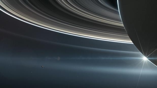 La sonda Cassini se cuela entre Saturno y sus anillos por ...