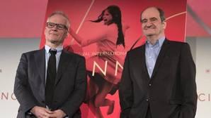 El delegado general del Festival de Cine de Cannes, Thierry Fremaux (izq), y el presidente del Festival, Pierre Lescure (dcha)