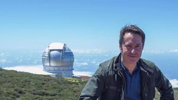 Ignacio Cirac, con el Gran Telescopio Canarias al fondo