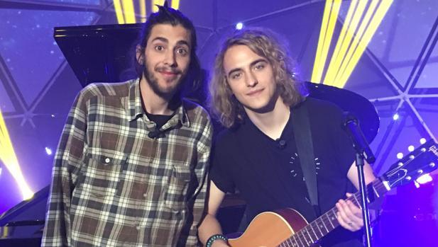 Salvador Sobral, junto a Manel Navarro en la grabación del programa especial que emitirá RTVE.es