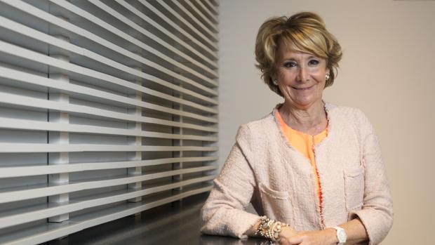 Dimisión Esperanza Aguirre: Esperanza Aguirre, el adiós de la mujer «indestructible»