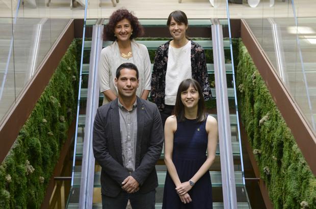Arriba, Reyes Alejano y Soledad Domingo (derecha), abajo, David Velázquez y Laura Domingo