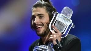 Portugal se echa a la calle para celebrar el triunfo de Salvador Sobral en Eurovisión 2017