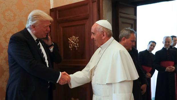 El presidente de EE.UU y el Papa Francisco han mantenido hoy su primer encuentro