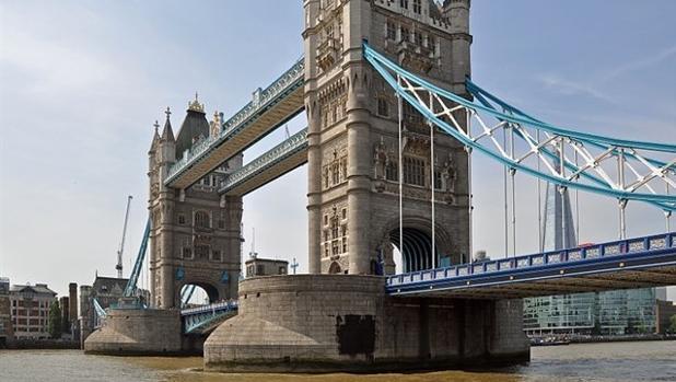 Un coche atropella a varios peatones en el Puente de Londres