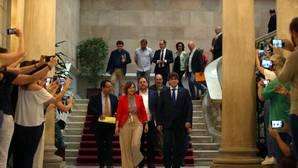 Puigdemont se queda solo con su consulta ilegal