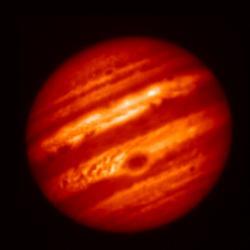 Esta imagen en color falso de Júpiter fue tomada en mayo con el telescopio Subaru de Hawái