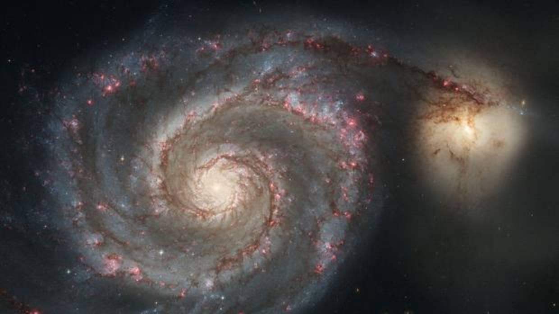 El agujero negro supermasivo al que se le atragantó una galaxia