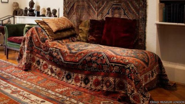 Este mobiliario ayudaba a crear un ambiente propicio para el psicoanálisis