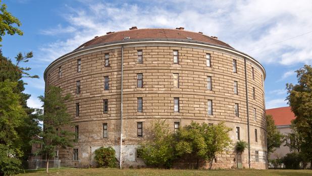 El «Narrenturm» en la actualidad, en pleno campus de la Universidad de Viena