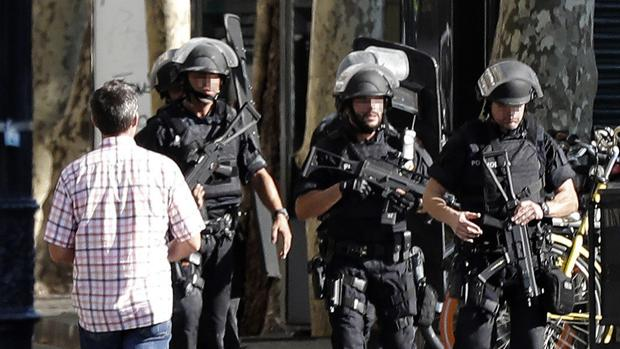 Muere el hombre que se saltó el control policial en la Diagonal