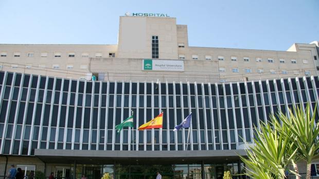 Muere una mujer seccionada por un ascensor en un hospital sevillano