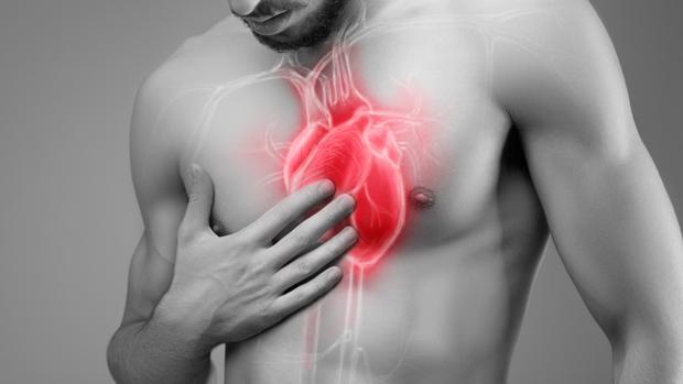 El corazón se sitúa a la izquierda