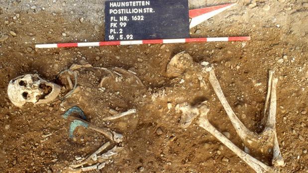Restos humanos descubiertos al sur de Augsburgo (Alemania) de hace entre 2.500 y 1.650 a.C.