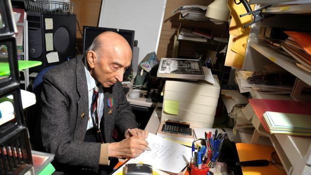 Lofti Zadeh, en su despacho. En 2012 ganó el Premio Fundación BBVA Fronteras del Conocimiento en la categoría de Tecnologías de la Información y la Comunicación (TIC)