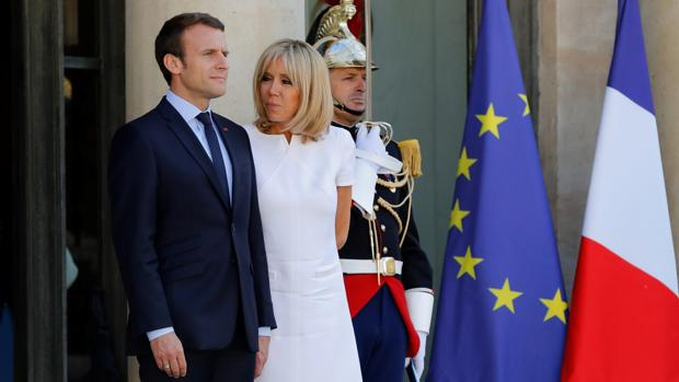 Brigitte Macron asume un «rol oficial» no remunerado