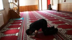 Un musulmán, orando en la mezquita de Ripoll que frecuentaba Abdelbaki Es Satty