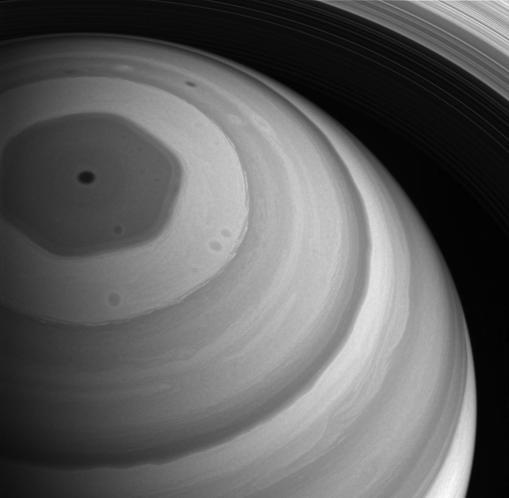 Imagen captada por Cassini del polo Norte de Saturno