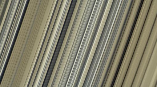 Imágenes en color, con la máxima resolución hasta la fecha, de los anillos de Saturno (en concreto, la parte interna del anillo B)