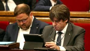 Puigdemont y Junqueras amenazan por carta a los alcaldes para ceder locales donde poder votar el 1-O