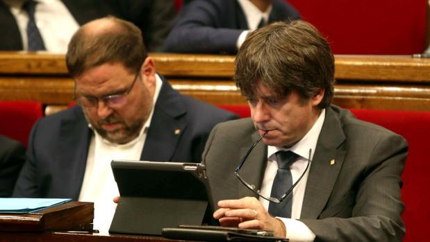 Puigdemont y Junqueras amenazan por carta a los alcaldes para que cedan locales donde poder votar el 1-O