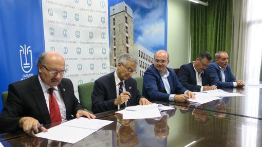 Firma del acuerdo entre Canarias y el TMT el pasado 11 de septiembre