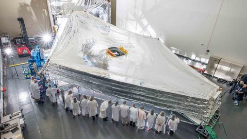 Escudo térmico y solar del telescopio James Webb, diseñado para aislarlo del Sol