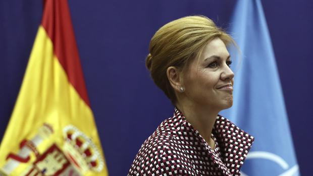 La ministra de Defensa, María Dolores de Cospedal, durante la videoconferencia con las tropas en el exterior que tiene lugar en el Ministrerio de Defensa, con motivo del Día de la Fiesta Nacional