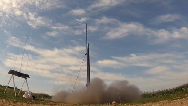 Lanzamiento del «Resnik», un prototipo de 2,5 metros de largo capaz de alcanzar los dos kilómetros de altura