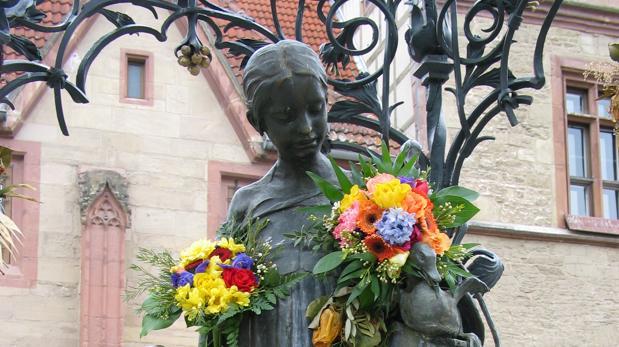 El icono de Gotinga es la «Gänseliesel», la chica de los gansos, en la imagen