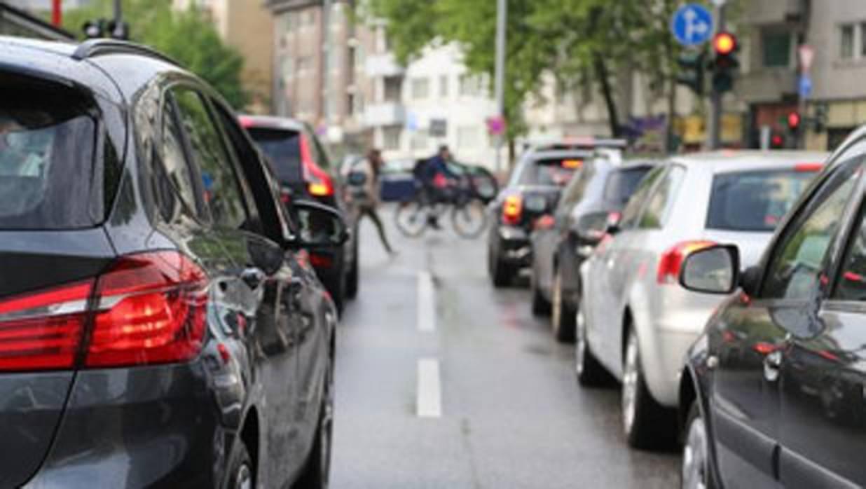 No se pegue al coche de delante en un semáforo, no sirve de nada
