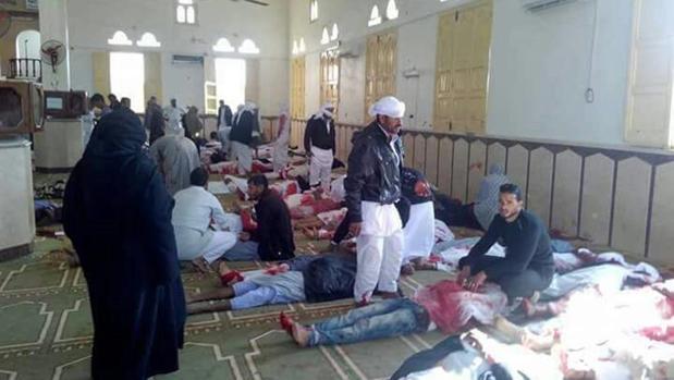 Al menos 270 muertos en un ataque en una mezquita del Sinaí egipcio
