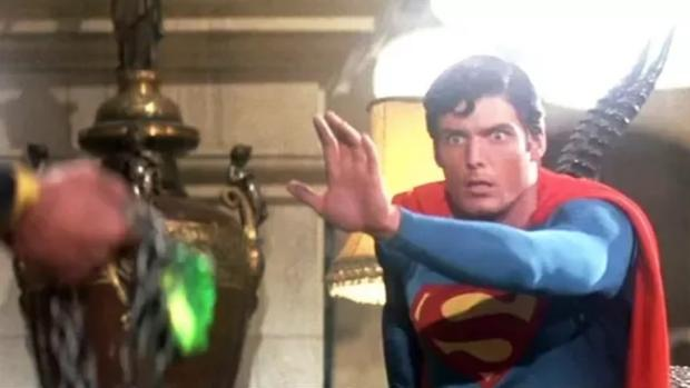 Adamantium mithril y kriptonita la tabla peridica del cine todo superhroe tiene su kriptonita urtaz Choice Image