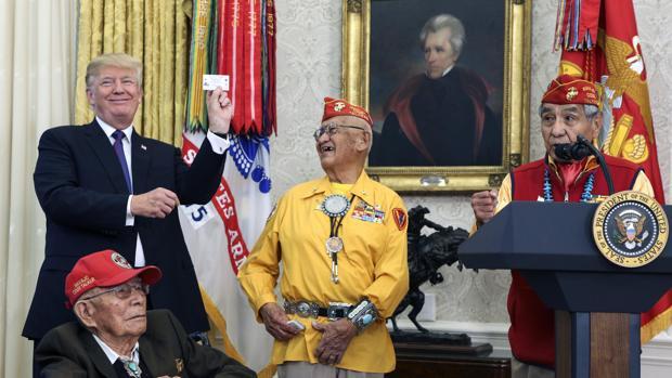 Trump llama «Pocahontas» a una senadora en un encuentro con nativos navajos