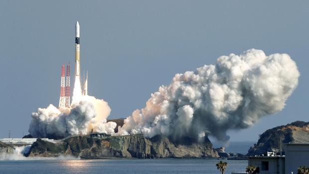 Japón pone en órbita dos satélites meteorológicos usando un mismo cohete